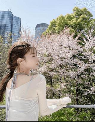 宮本茉祐さんの私服コーデがオシャレ!桜色のブラウスがステキです