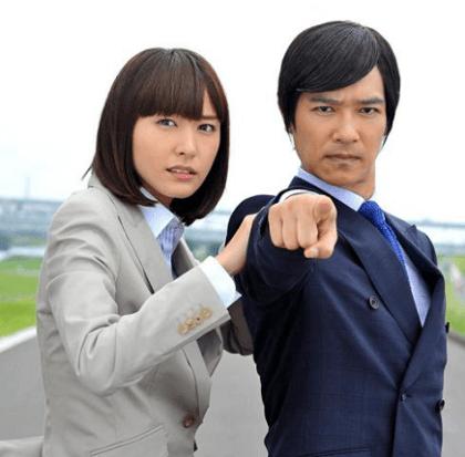 新垣結衣さんと堺雅人さんは、ドラマ「リーガルハイシリーズ」で共演