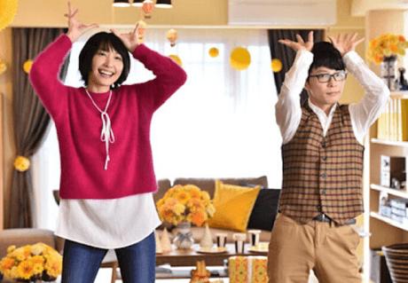 恋ダンスを踊る新垣結衣さんと星野源さん