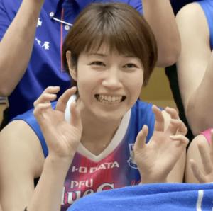 狩野舞子さんは両親がバレーボール選手のスポーツ一家で育ちます