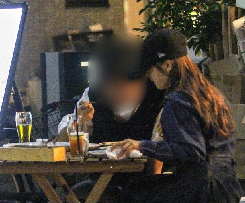 星野みなみと熱愛彼氏がテラスで食事